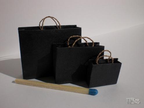 MODELLO VILLAR - Color nero con interno avana, manico in carta ritorta infilato